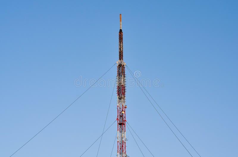 Tevê e antena de rádio da telecomunicação do polo fotografia de stock royalty free