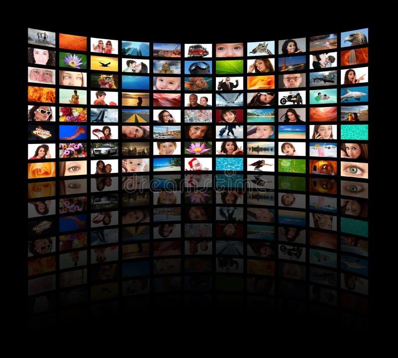 Tevês de HD que mostram o filme foto de stock