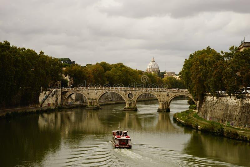 Tevere met Vatikaan, Rome royalty-vrije stock afbeeldingen