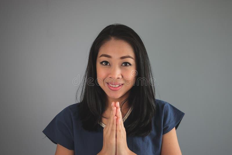 Tevreden Aziatische vrouw royalty-vrije stock foto's