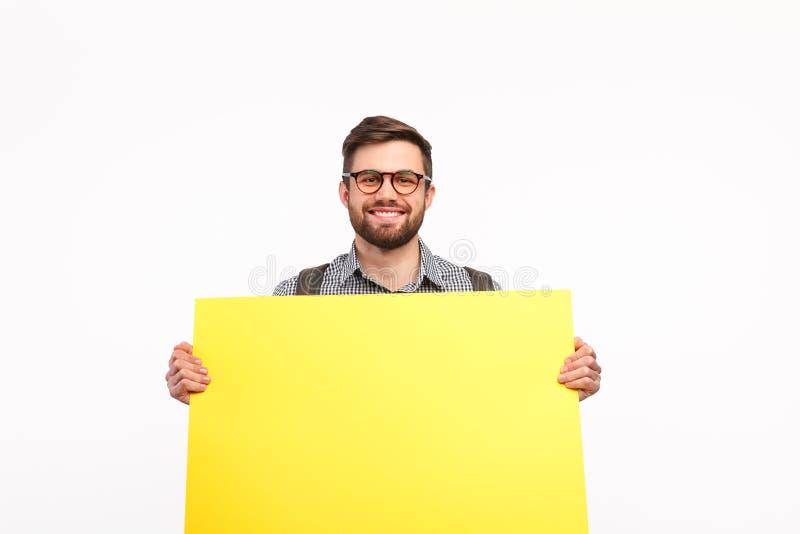 Tevreden mens die schone banner op wit tonen royalty-vrije stock afbeeldingen