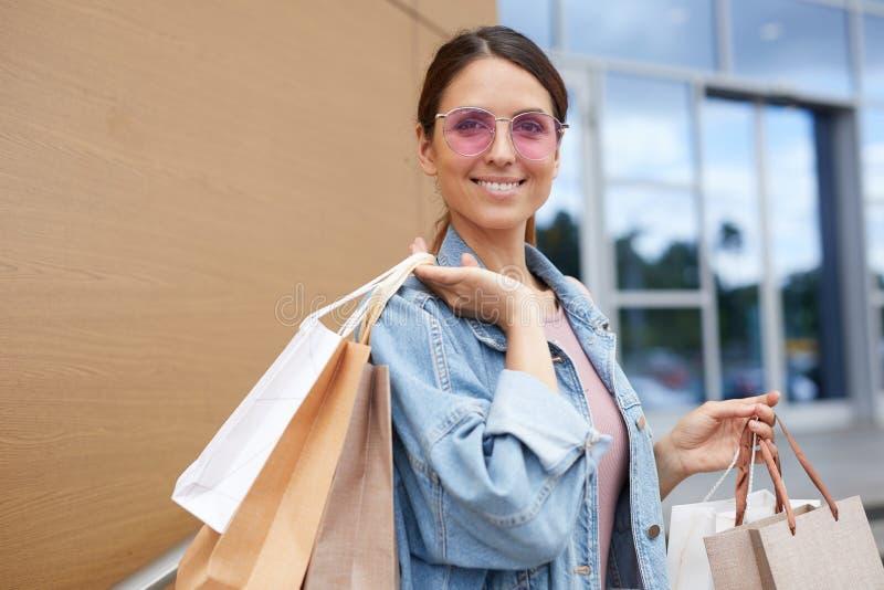 Tevreden met het winkelen royalty-vrije stock foto