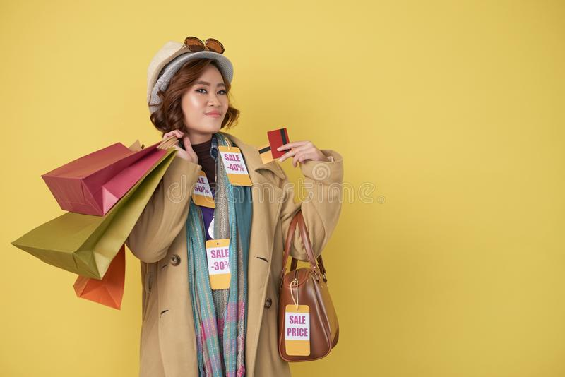 Tevreden shopaholic stock afbeelding