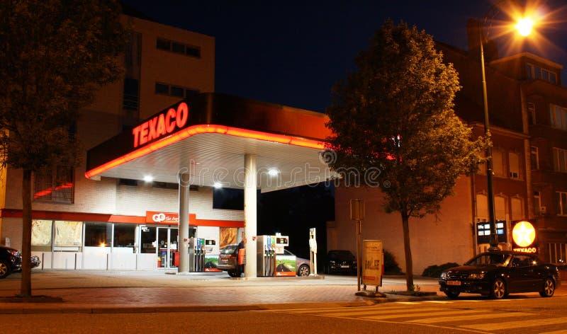 Texaco benzinestation bij nacht royalty-vrije stock foto's