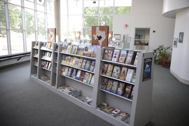 Texarkana Texas Welcome Center Maps och broschyrer royaltyfria foton