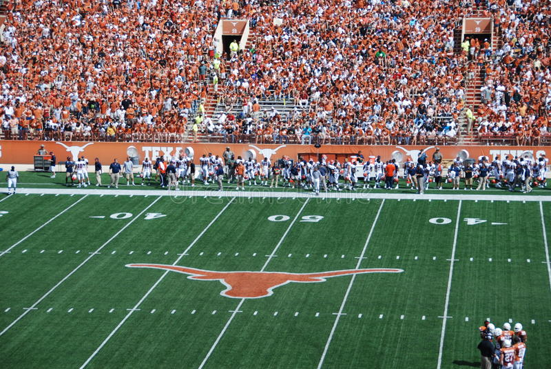 Download Texas Longhorns College Football Game Editorial Stock Photo - Image: 15613183