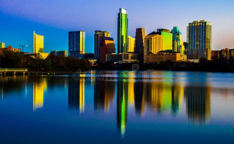 Texas Magical Skyline Reflection Austin centrale il Texas immagini stock libere da diritti