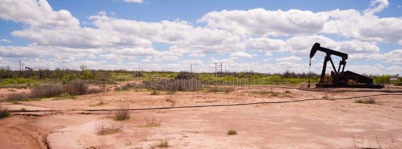 Texas Oil Pump Jack Fracking rå extraktionmaskin arkivbild