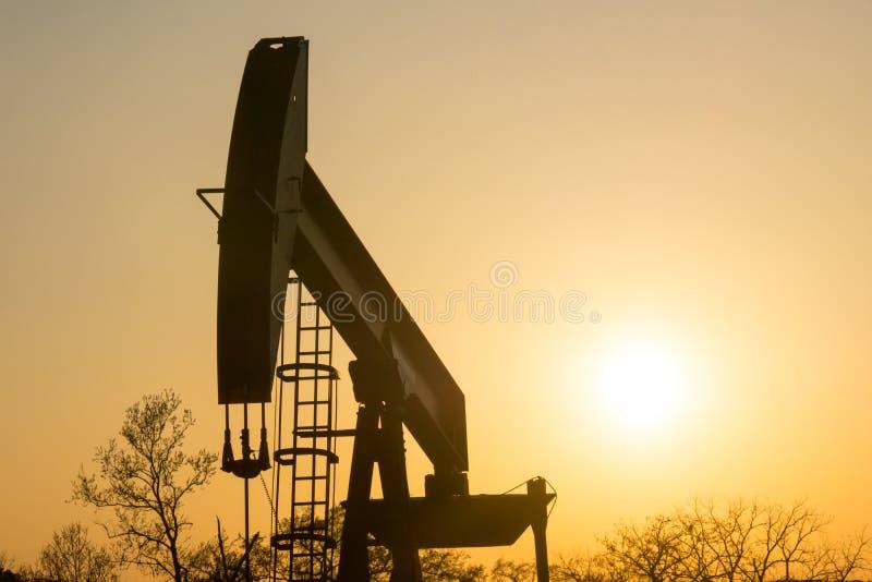 Texas Oil Well Against Setting sol III royaltyfri fotografi