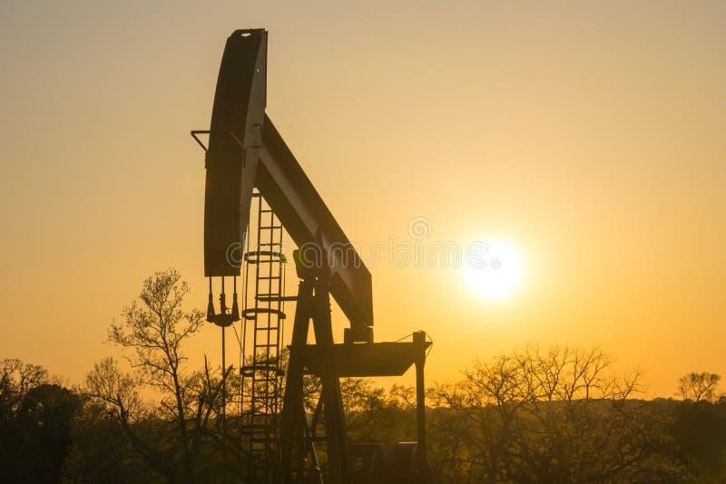 Texas Oil Well Against Setting Sun II imagen de archivo libre de regalías