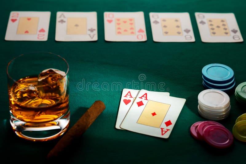 Texas rymmer dem poker med en hand av två överdängare arkivfoto