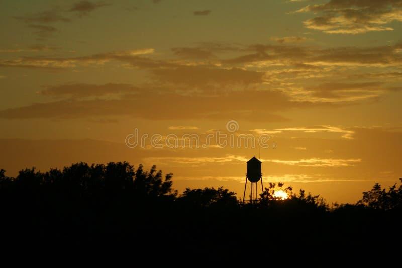 Texas-Sonnenuntergang und Waßerturm lizenzfreies stockbild