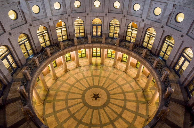Texas State Capitol Building em Austin, TX No crepúsculo fotografia de stock