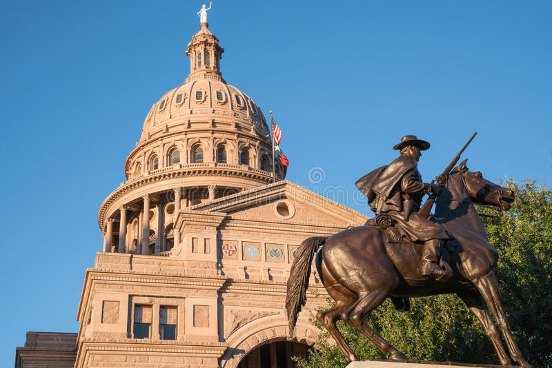 Texas State Capitol met Texas Rangers Monument royalty-vrije stock foto's