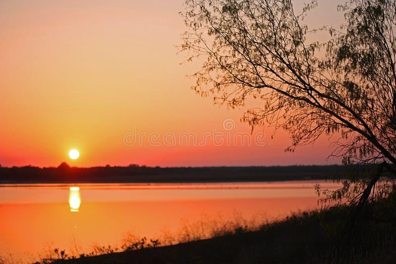 Texas Sunset över Grapevine Lake fotografering för bildbyråer