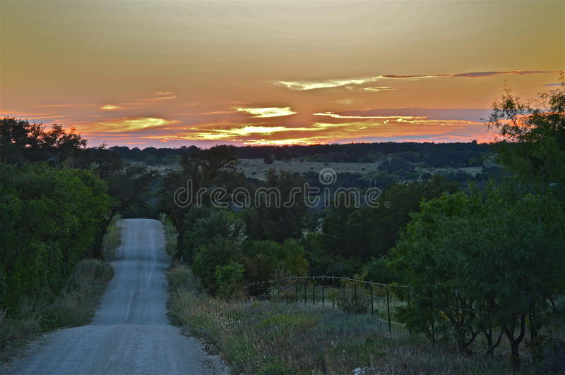 Texas Sunset hinunter ein backroad stockfoto