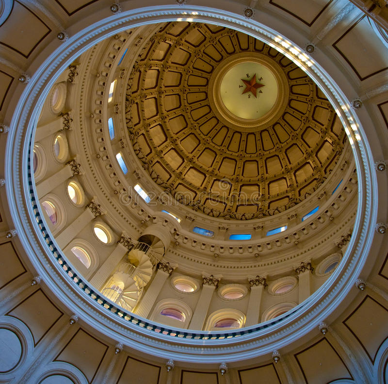 Texas verzadigt de koepel van het Capitool (binnen) stock afbeeldingen