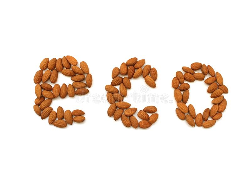 Text Eco machte durch Mandelnüsse auf einem weißen Hintergrund Stapel von vorgew?hlten Mandeln nah oben Biologisches Lebensmittel stockfotografie