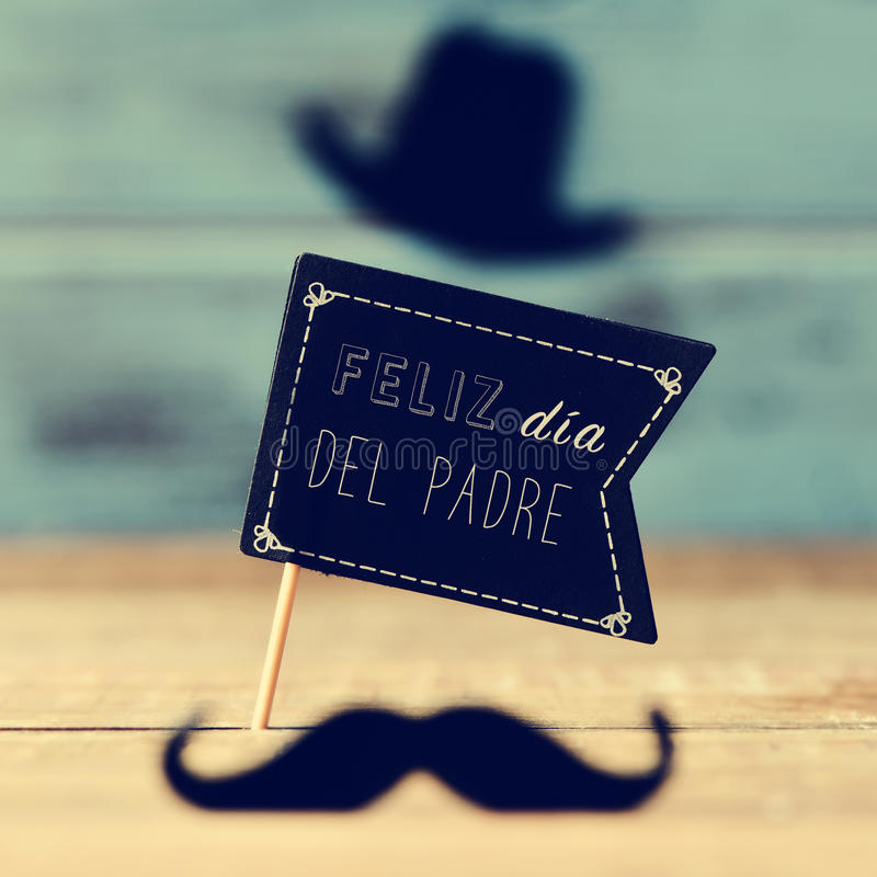 Text feliz dia del padre, happy fathers day in spanish. A black flag-shaped signboard with the text feliz dia del padre, happy fathers day in spanish, and a royalty free stock images