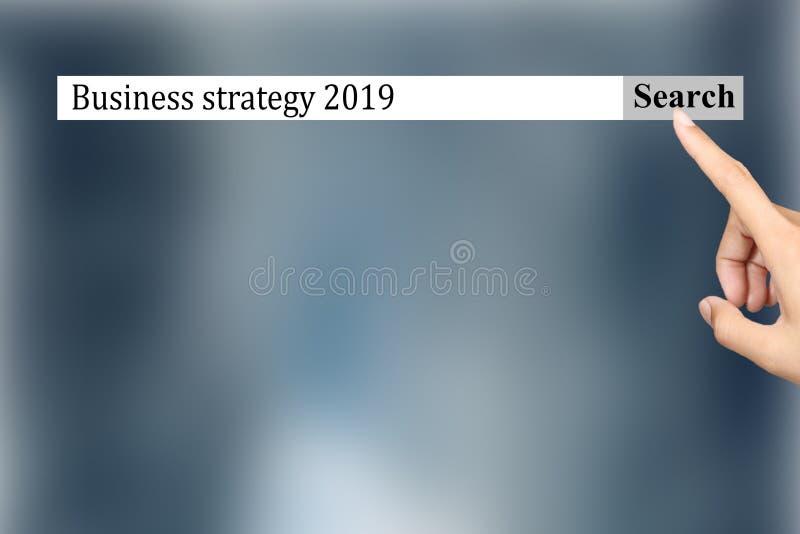 Text i webbläsaren visar 'affärsstrategi 2019 ', Begreppsm?ssig fotolista av saker som ska bli popul?r in i ?r royaltyfri bild