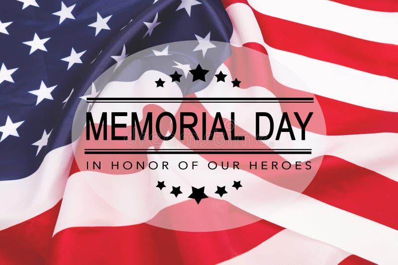 Text Memorial Day p? amerikanska flagganbakgrund royaltyfri illustrationer