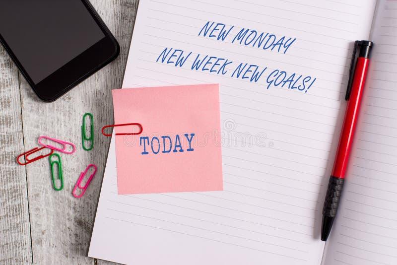 Text o sinal que mostra a segunda-feira nova objetivos novos da semana nova Fim de semana conceptual da foto adeus que come?a alv fotografia de stock