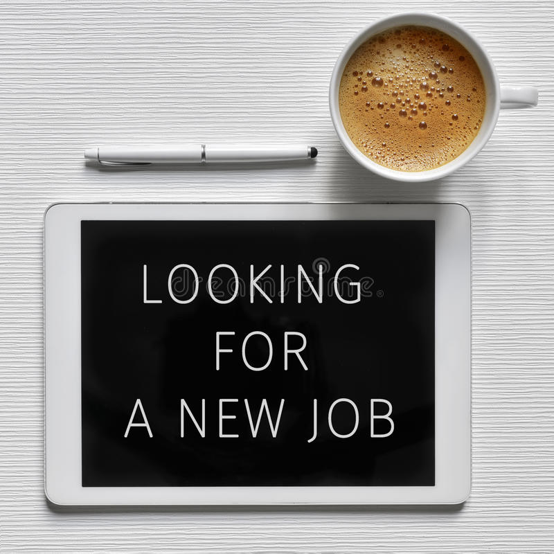 Text a procura de um trabalho novo em uma tabuleta fotografia de stock