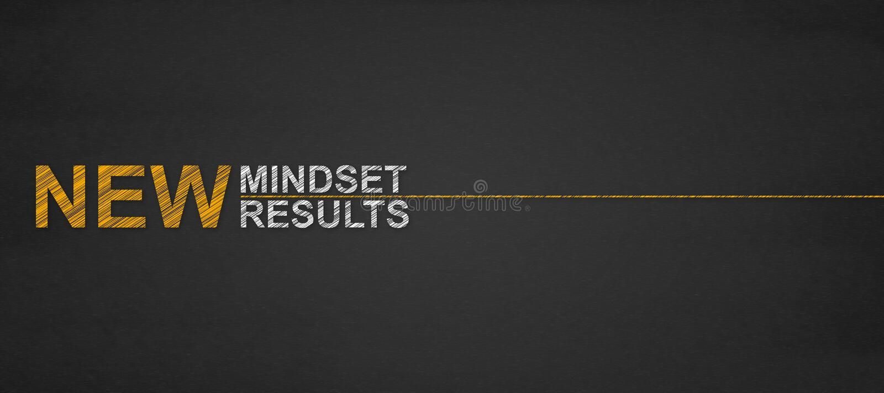Text resultados novos do mindset novo em um quadro-negro sucesso e pessoa imagens de stock royalty free