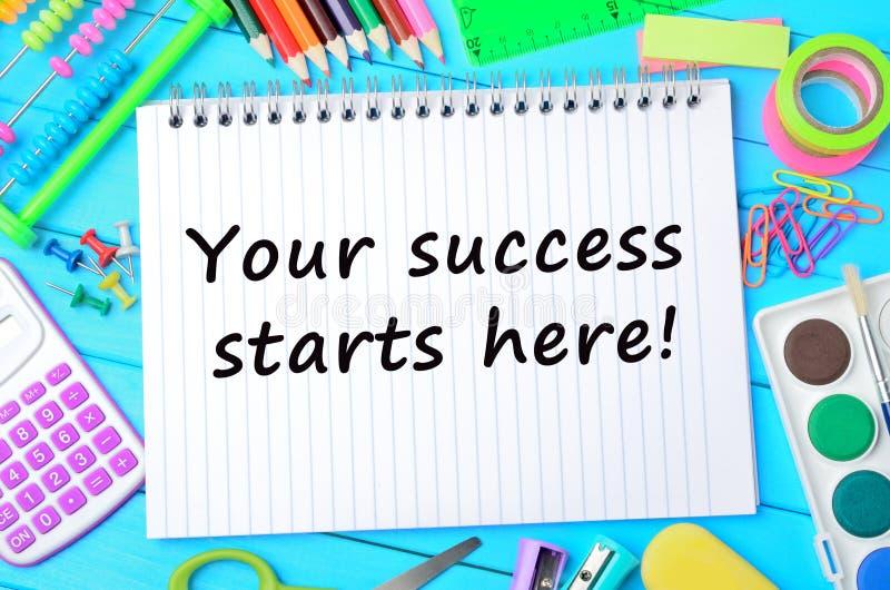 Text seus começos do sucesso aqui no caderno foto de stock