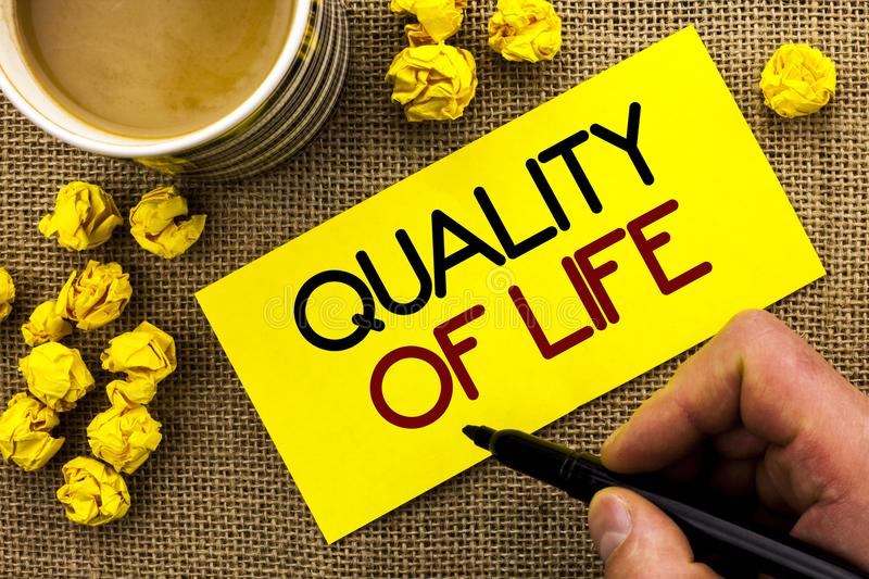 Text sign showing Quality Of Life. Conceptual photo Good Lifestyle Happiness Enjoyable Moments Well-being written on Sticky Note P. Text sign showing Quality Of royalty free stock photography