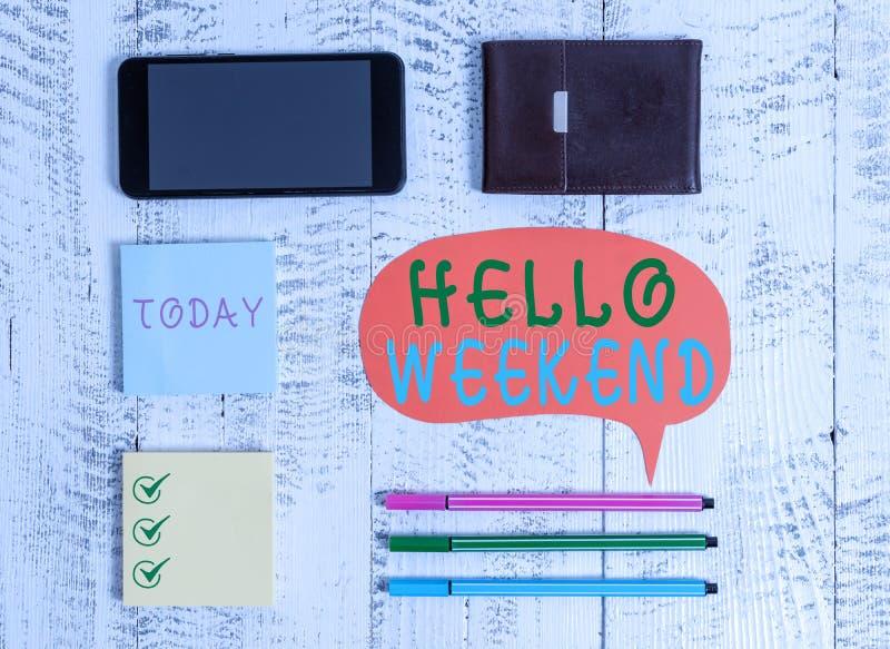 Text zum Schreiben von Word Hallo Wochenende Business-Konzept für Getaway Adventure Friday Positivity Relaxation Einladung lizenzfreie stockfotografie