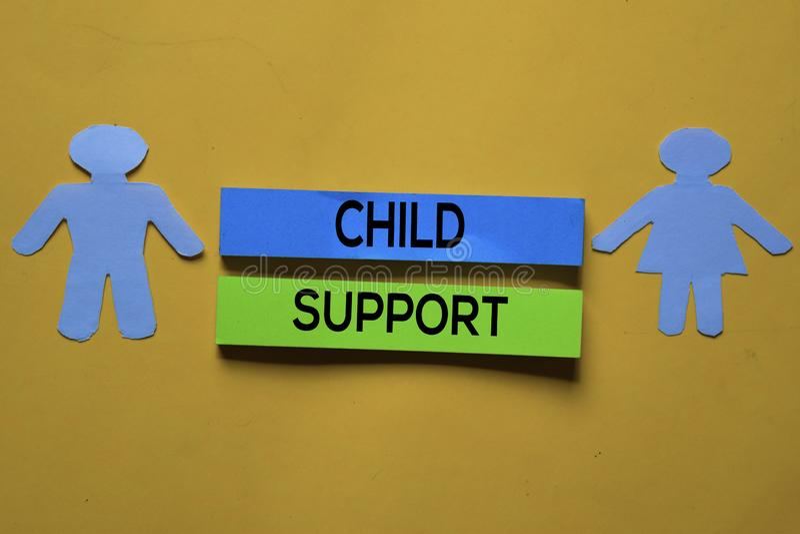 Text zur Unterstützung von Kindern auf den Anklemmenanweisungen Bürofläche stockfotos