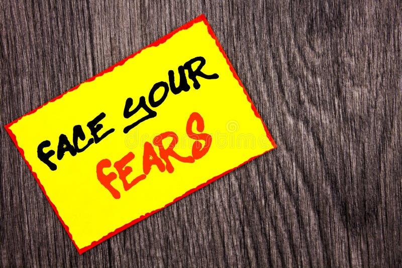 Texte conceptuel d'écriture de main montrant à visage vos craintes Bravoure courageuse de confiance de Fourage de crainte de défi photos libres de droits