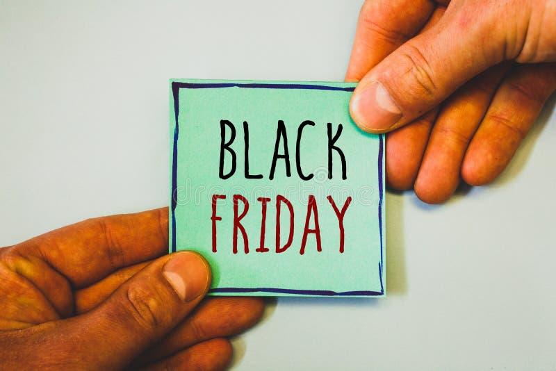 Texte d'écriture écrivant Black Friday Le concept signifiant des ventes spéciales après des achats de thanksgiving escompte le dé photographie stock libre de droits