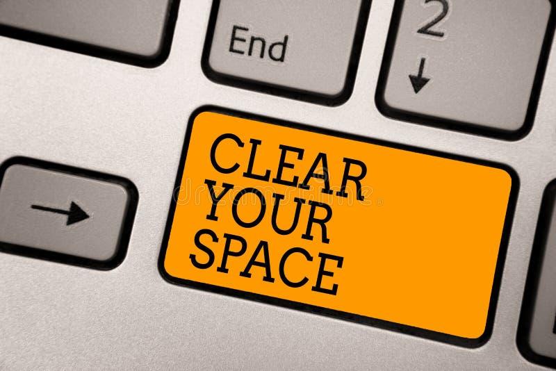 Texte d'écriture écrivant clairement votre espace Le concept signifiant le secteur propre de studio de bureau le rendent vide rég photographie stock