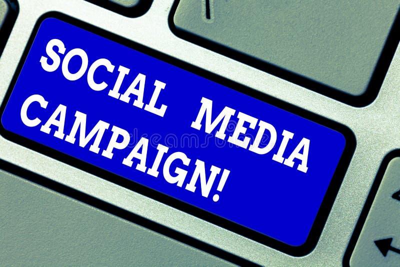 Texte d'écriture écrivant la campagne sociale de médias Concept signifiant l'utilisation des réseaux sociaux de favoriser des mar photographie stock