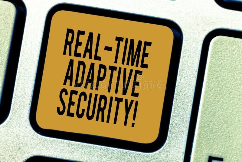 Texte d'écriture écrivant la sécurité adaptative en temps réel La signification de concept adaptent à l'émergence des périmètres  photographie stock libre de droits