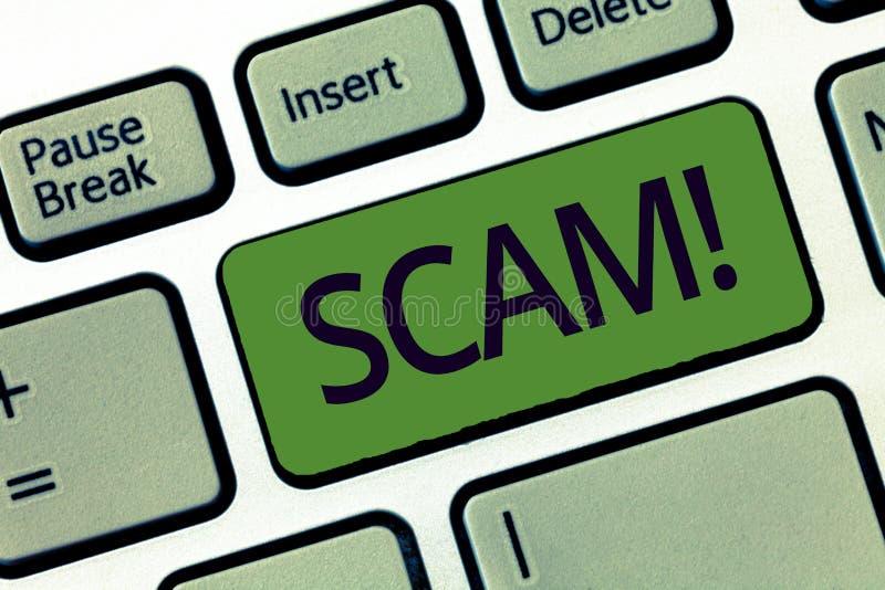 Texte d'écriture écrivant Scam Concept signifiant la fraude malhonnête de plan volant quelqu'un argent ou informations photos stock