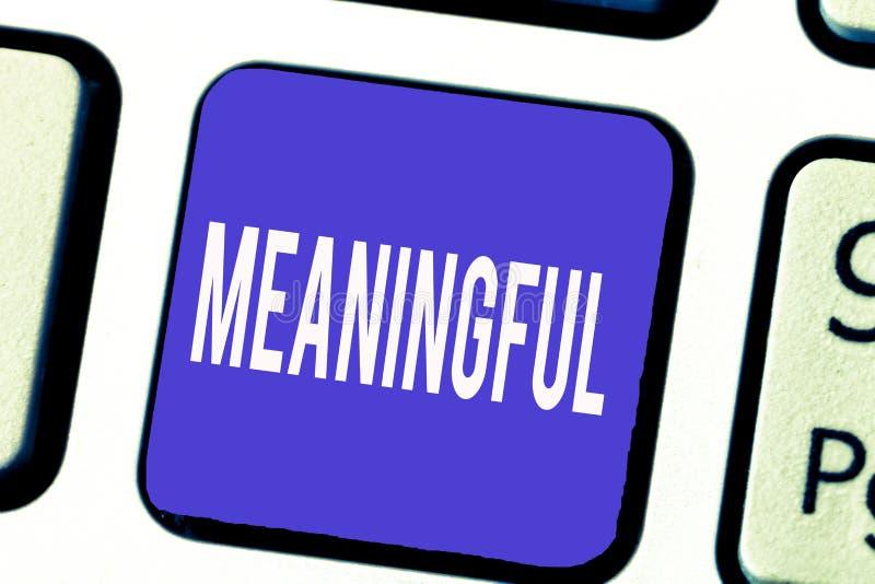 Texte d'écriture de Word signicatif Concept d'affaires pour avoir signifier utile important approprié significatif illustration libre de droits