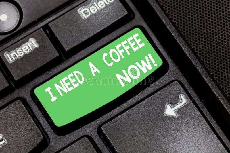 Texte d'écriture j'ai besoin d'un café maintenant La boisson chaude de signification de concept exigée pour être éveillée motivée images libres de droits