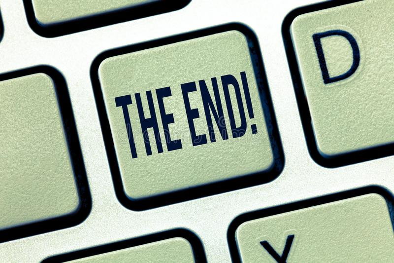 Texte d'écriture l'extrémité Concept signifiant la partie finale de la conclusion de finition d'acte de film d'événement de relat image stock
