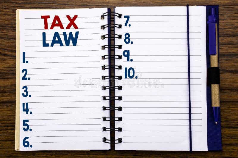 Texte d'écriture montrant le droit fiscal Concept d'affaires pour la loi fiscale d'imposition écrite sur le papier de note de car photo stock