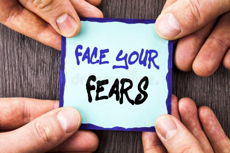 Texte d'annonce d'écriture montrant à visage vos craintes Bravoure courageuse de photo de défi de crainte de confiance conceptuel image stock