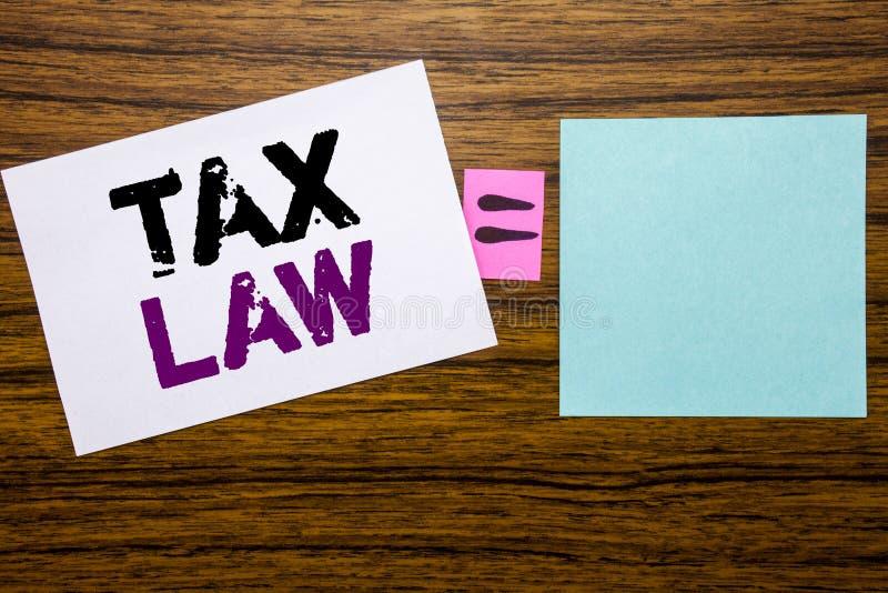 Texte d'annonce d'écriture montrant le droit fiscal Concept d'affaires pour la loi fiscale d'imposition écrite sur le papier de n photos libres de droits