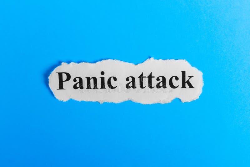Texte d'attaque de panique sur le papier Exprimez l'attaque de panique sur un morceau de papier texte debout de reste d'image de  photographie stock libre de droits