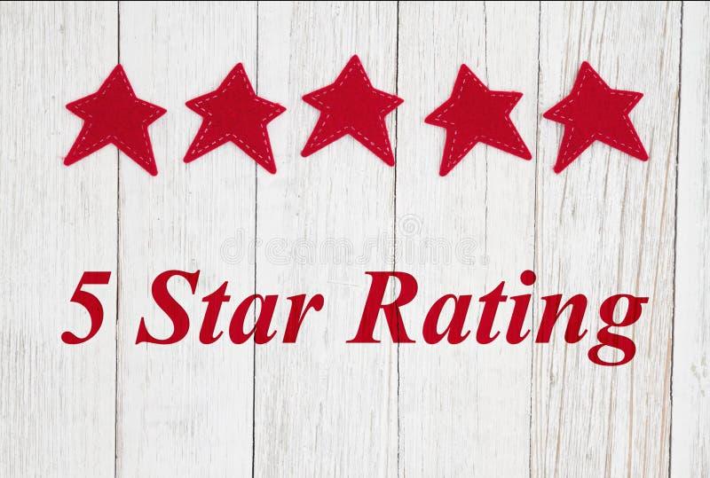 texte de évaluation cinq étoiles avec les étoiles rouges image libre de droits