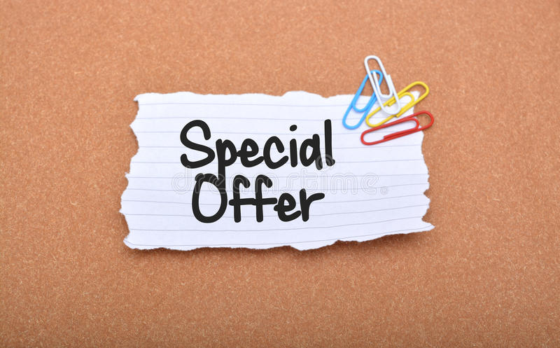 Texte de bannière d'offre spéciale sur le papier photo stock
