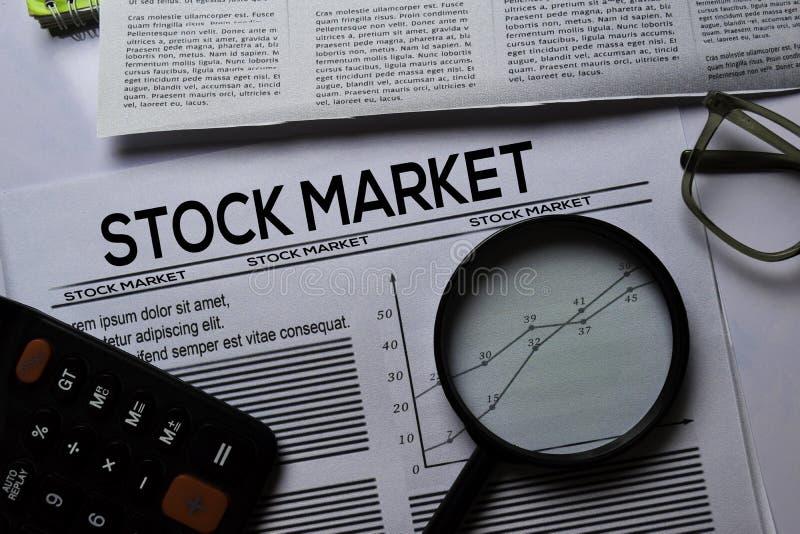 Texte de la Bourse en titre isolé sur fond blanc Concept de journal images stock