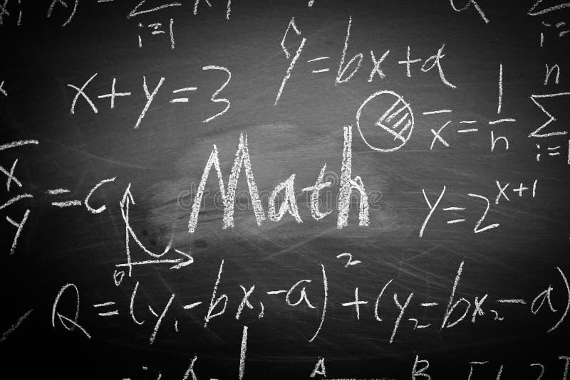 Texte de maths avec quelques formules sur le tableau illustration libre de droits