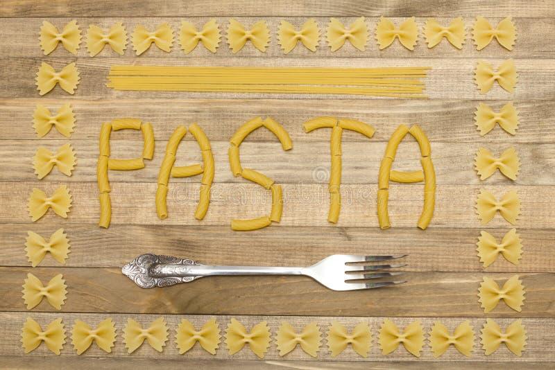Texte de pâtes fait de pâtes crues photo stock